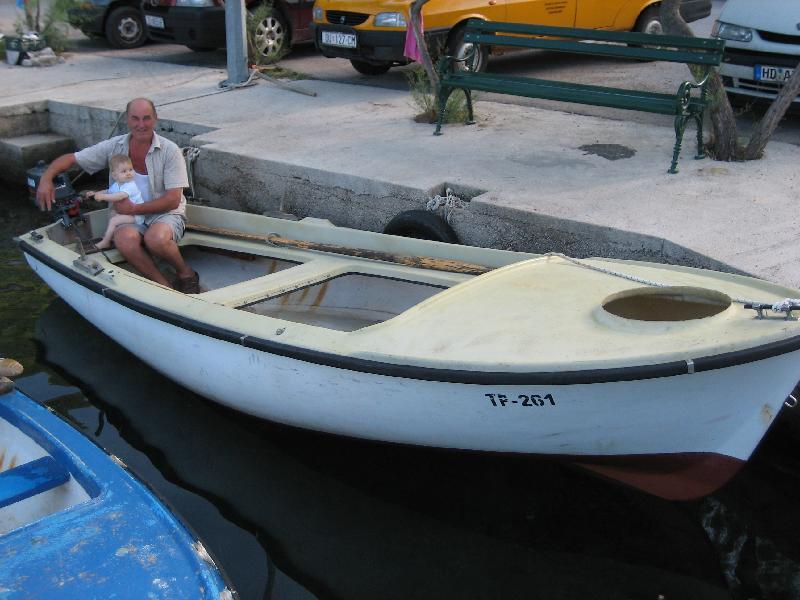 Original velika prapratna family fishing boat for Family fishing boats